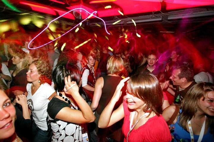 Feiert ausgelassen auf der Feel the Beat-Party in Lübbecke.