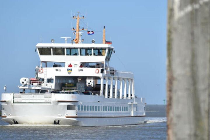 Im Zuge der Ermittlungen kam es auch zu Durchsuchungen von Fähren (Symbolbild).
