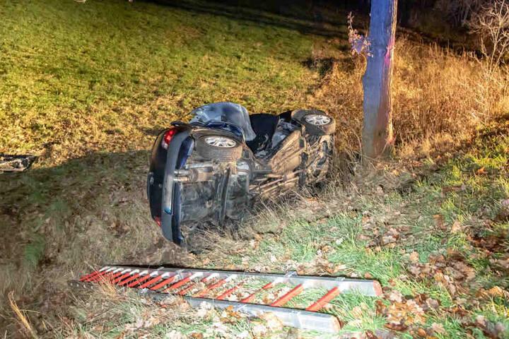 Bei einem Autounfall kam eine schwangere 41-Jährige ums Leben. Ihre Tochter soll den Wagen gefahren haben.