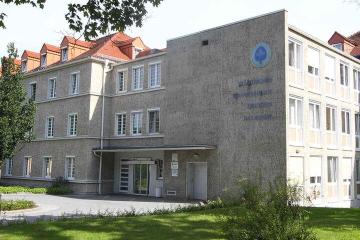 Seit dem Mittwochnachmittag gibt es einen Großeinsatz der Polizei am Krankenhaus Neustadt.