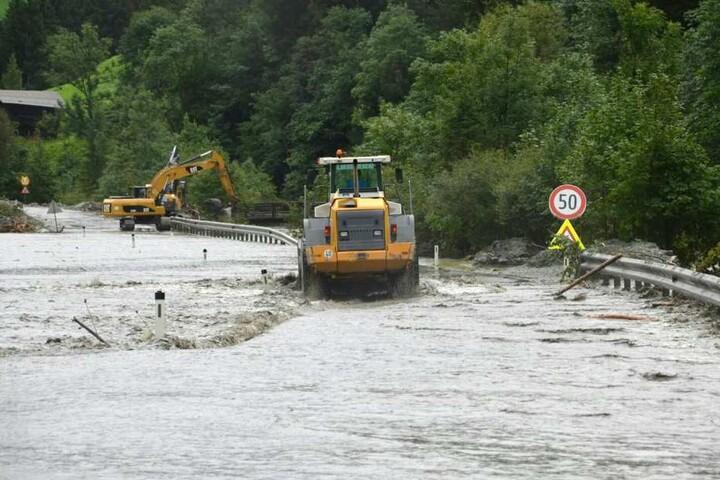 In den Salzburg Gebirgsgauen ist es in der Nacht auf Sonntag erneut zu schweren Gewittern gekommen.