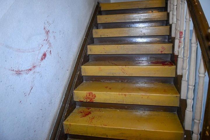 Der Einsatz sollte ein blutiges Ende finden. Ein Polizeibeamter sowie einer der Verdächtigen wurden leicht verletzt.