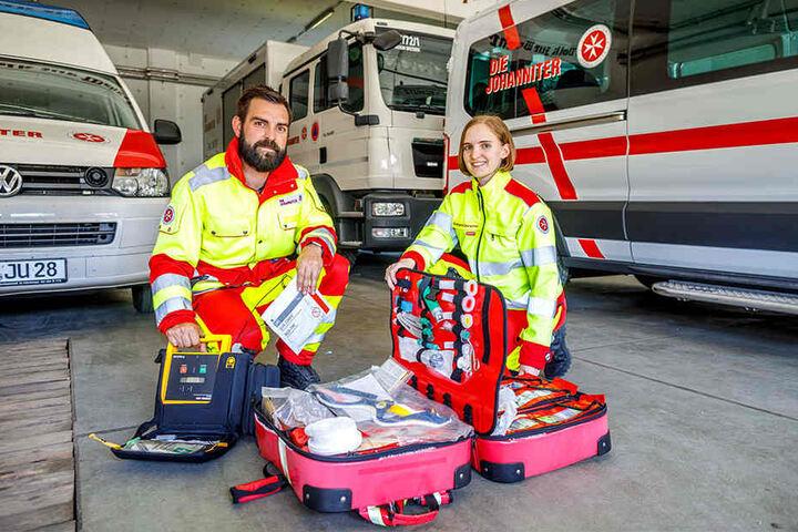Danilo Schulz (35) und Svenja Kühmichel (23) von den Johannitern hoffen, ihre Ausrüstung bald per Fahrrad transportieren zu können.