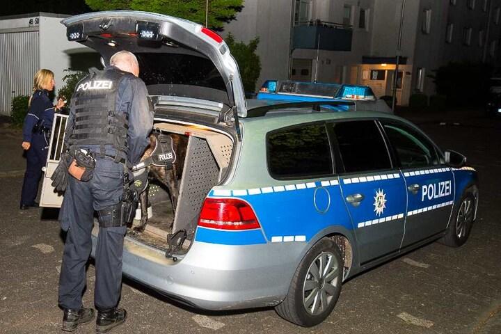 Die Polizei war mit zahlreichen Kräften im Einsatz - auch mit einem Spürhund.