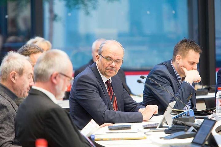 Zwickaus Stadtrat beschäftigte sich gestern wieder mit der Affäre um die Sanierung des Gewandhauses. Der Akteneinsichtsausschuss stellte eklatante Mängel fest.