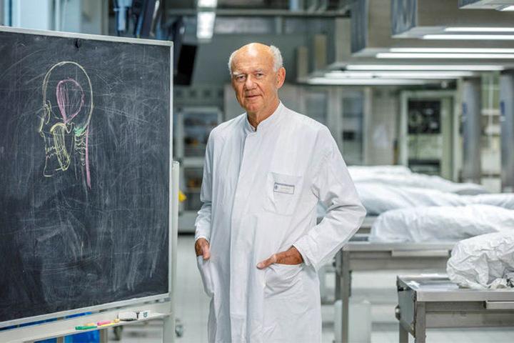 Prof. Richard Funk (64) ist der Direktor des Instituts für Anatomie am UKD.