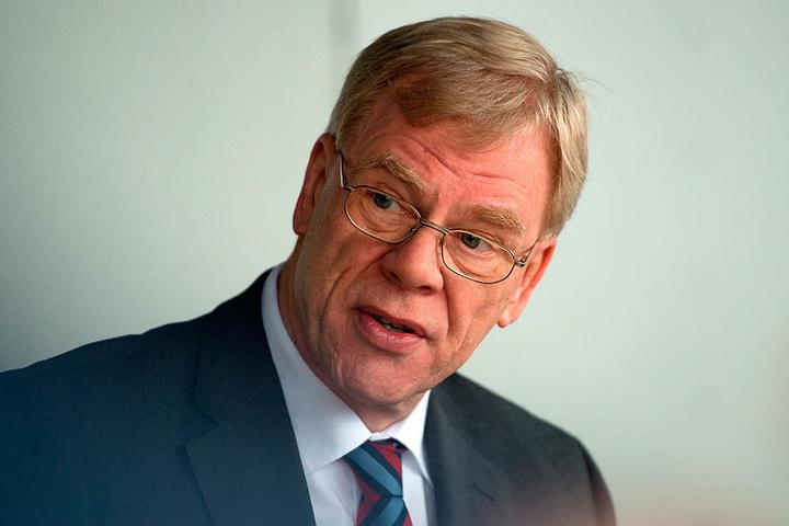 Finanzminister Georg Unland (64, CDU) hält gar nichts von verbeamteten Lehrern.