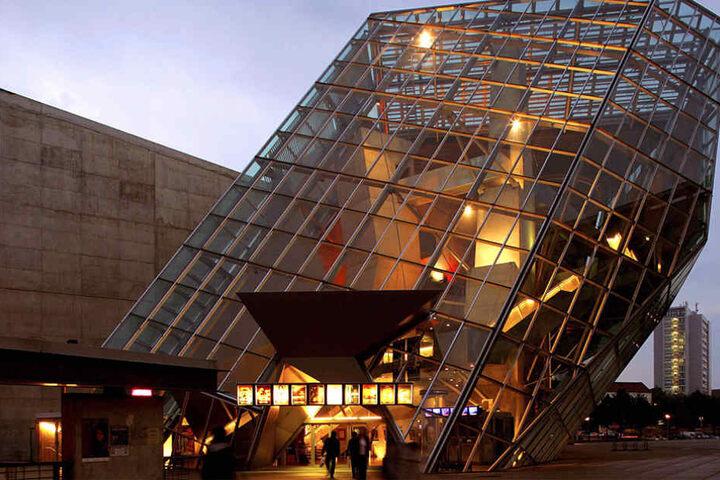 Glüht vor Verlangen: Der Ufa-Kristallpalast erwartet am Donnerstag einen ganz  besonderen Womanizer.