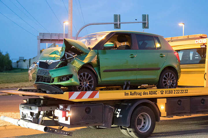Bei dem Unfall entstand ein Schaden von etwa 50 000 Euro.