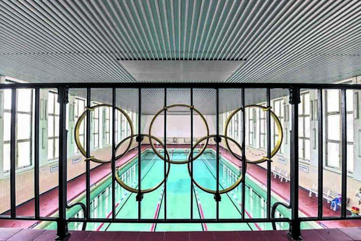 Die Schwimmhalle in Klotzsche soll weitere zehn Jahre durchhalten.