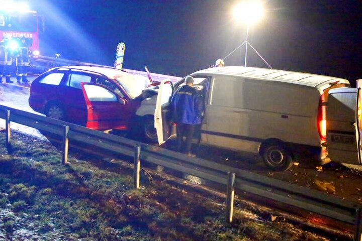 Bei dem Zusammenstoß mit einem Pkw kam dessen Fahrer ums Leben.