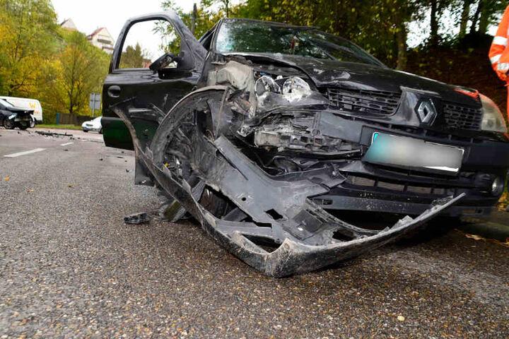 In diesem Renault wurden zwei Menschen verletzt.