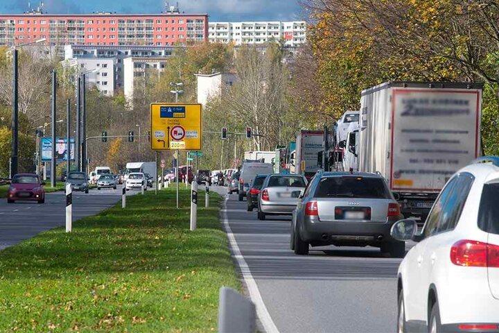 Hier geht's nach der Fahrbahnerneuerung leiser zu: Flüsterasphalt soll den Verkehrslärm dämpfen.