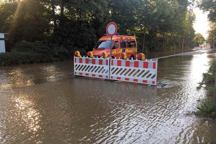 Der Wasserrohrbruch setzte auch eine Baustelle unter Wasser.