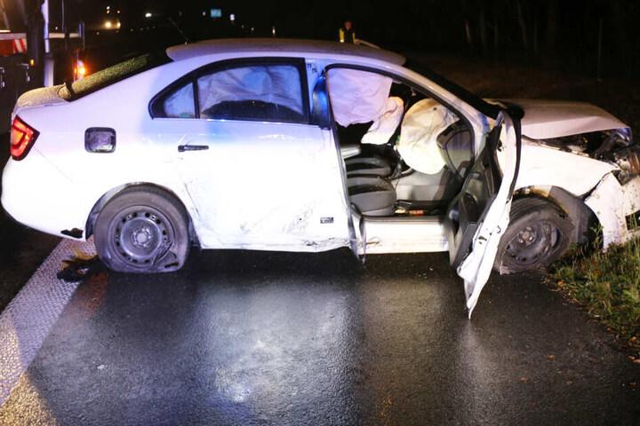 Zwei Autos wurden bei einem Verkehrsunfall auf der A93 bei Schwandorf schwer beschädigt.