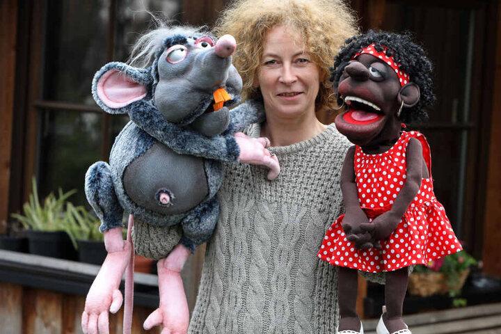 Die Lichtensteiner Künstlerin mit ihren quicklebendigen Handpuppen.