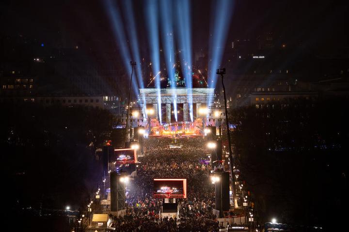 Für Deutschlands größte Silvesterparty am Brandenburger Tor hagelte es Kritik.
