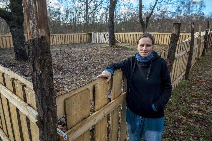 Hortleiterin Dalida Knoll (36) von der Freien Waldorfschule vor einer  Freifläche, welche bei Wohnbebauung wegfallen würde.