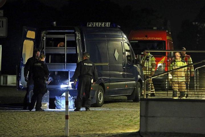 Polizei und Feuerwehr am Dresdner Congresscenter.