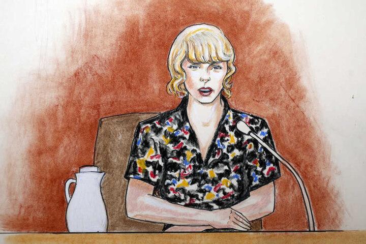 Die Gerichtszeichnung vom 10.08.2017 zeigt die US-Sängerin Taylor Swift bei ihrer Zeugenaussage in einem Bundesgericht.