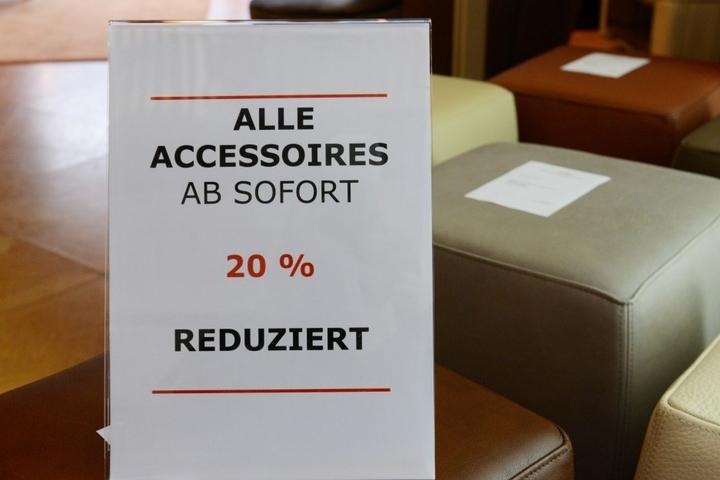 """Alles muss raus! Wegen Geschäftsaufgabe wird in der """"Villa Salzburg"""" radikal  reduziert."""
