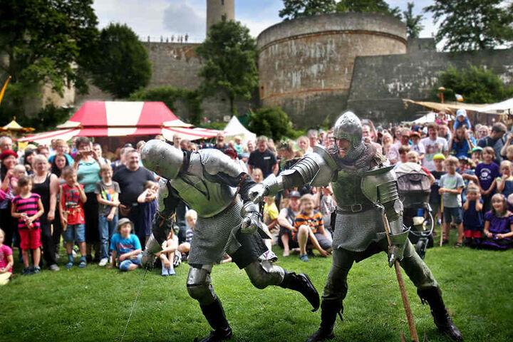 Ritterkämpfe gehören jedes Jahr zu den beliebten Programmpunkten beim Sparrenburgfest.