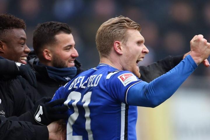 DSC-Stürmer Andreas Voglsammer (r.) freut sich über seinen Treffer zum 1:0.