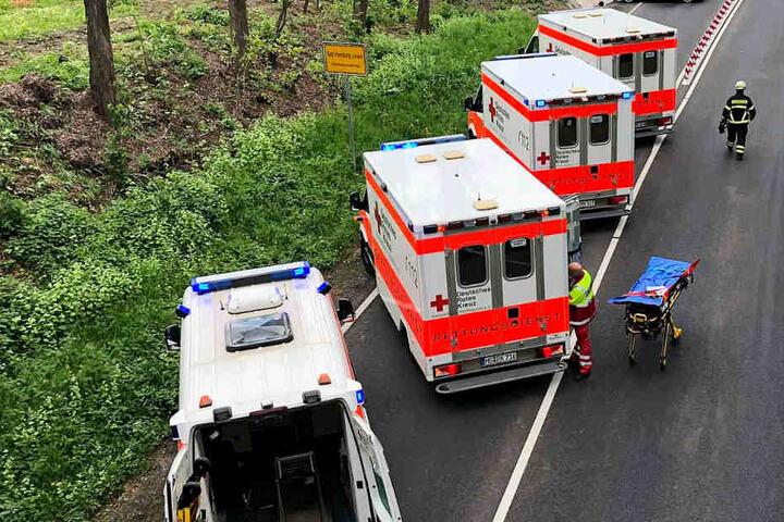 Fünf Menschen wurden bei dem Crash verletzt.