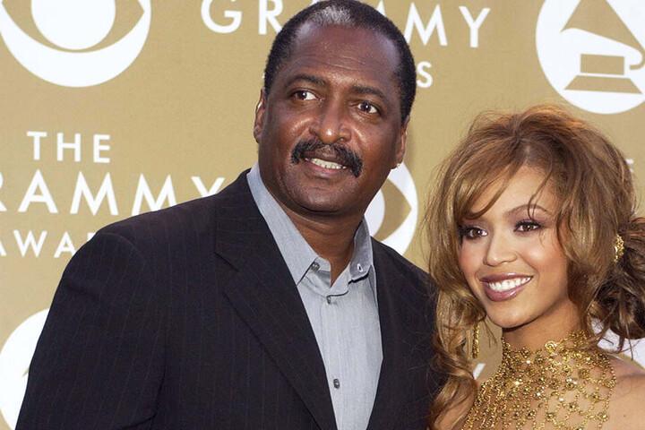 Beyoncé mit ihrem Vater Mathew Knowles im Jahr 2004.