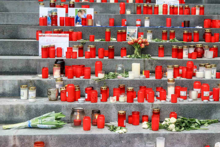 Nach dem Tod von zwei Jugendlichen ist die Trauer in der Heimatgemeinde Heroldsberg enorm.