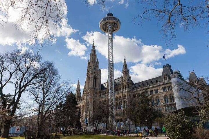 Der 72 Meter hohe Turm in Wien. Er ist sogar fünf Meter höher, als die Aussichtsplattform der Frauenkirche in Dresden.