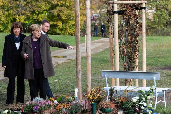 Bundeskanzlerin Angela Merkel besucht mit Ministerpräsident Michael Kretschmer und Zwickaus Oberbürgermeisterin Pia Findeiß die Gedenkstätte für NSU-Opfer.