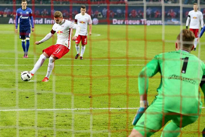 Elfmeter und Tor zum 1:0 für RB Leizig - alles bereits nach 2 Minuten erledigt.