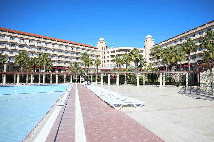Die Pool-Liegen des Hotels Riu Kaya in Belek bleiben im Januar 2017 leer. Der CFC sagte das Camp im Süden ab.