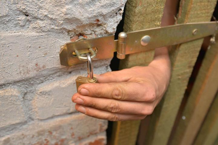 Der Trick des Einbrechers: Er schloss sich in einem Keller ein, verbarg sich so vor der Polizei.