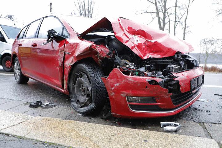 An der Zwickauer Straße gab es am Dienstag einen heftigen Crash.