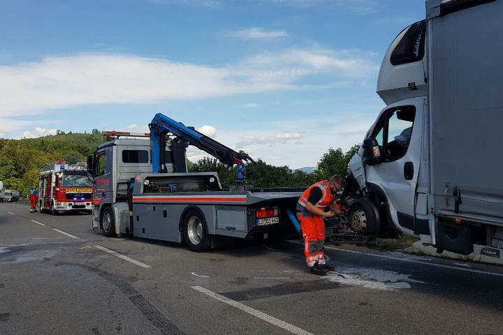 Der Lkw wurde abgeschleppt.