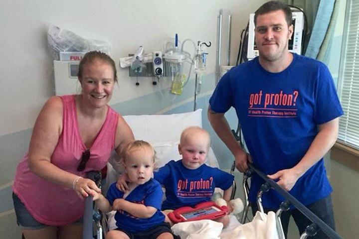 Die Familie Cooke im Krankenhaus vereint.