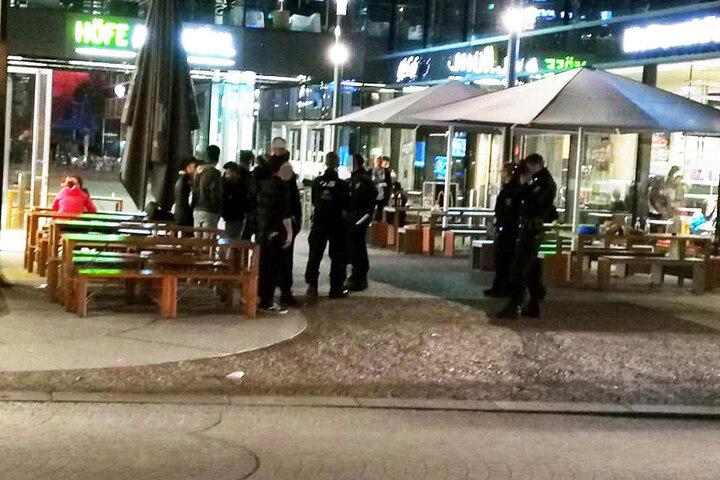 Die Polizei vernahm bei den Höfen am Brühl mehrere Personen.