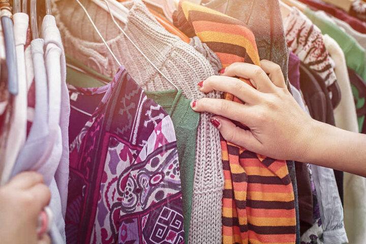 Klamotten absahnen geht in Altona auch am Sonntag.