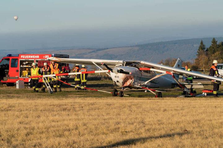 Gegen der Piloten wird wegen Verdachts der fahrlässigen Tötung ermittelt.