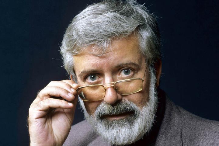 """Der Kinderbuchautor Michael Ende 1982, seine Erben haben nun wieder die Film- und Merchandisingsrechte am Buch """"Die unendliche Geschichte"""". (Archivbild)"""