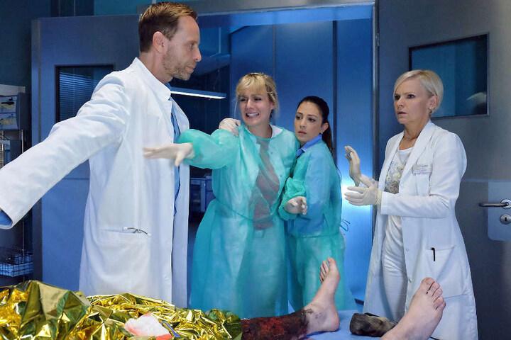 Als allen bewusst wird, dass es sich bei dem Brandopfer um den Freund von Lea handelt, müssen Dr. Kai Hoffmann, Dr. Kathrin Globisch und Oberschwester Arzu schnell handeln. Lea muss schnellstens aus dem OP, ein anderer Arzt muss gefunden werden.