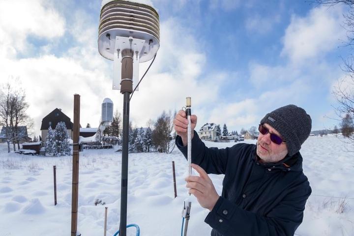 Hobby-Meteorologe Peter Weiße (53) maß bereits im vergangenen Jahr im Januar in Kühnhaide coole minus 25 Grad (Archivfoto).