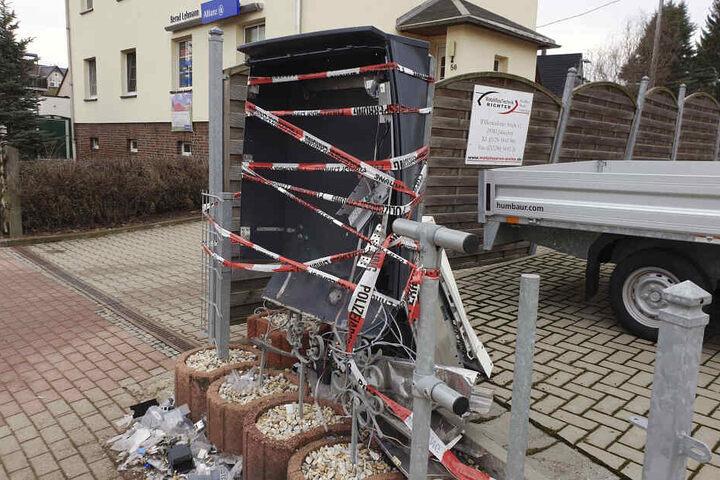 Der Automat wurde bei der Explosion vollkommen zerstört.