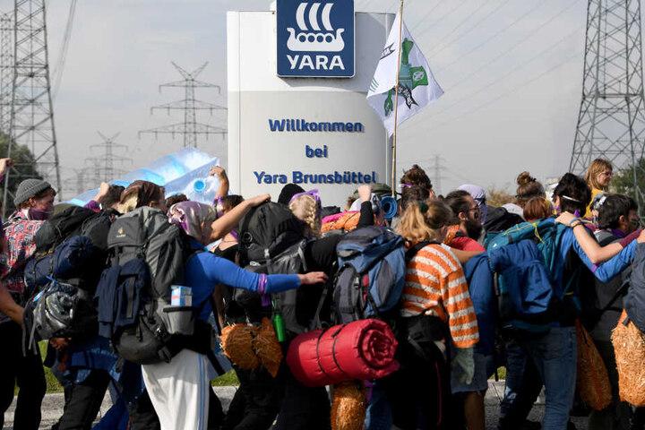 Die Organisation Free the Soil hatte zum zivilen Ungehorsams gegen eine der größten Stickstoff-Kunstdüngemittelfabriken in Europa aufgerufen.