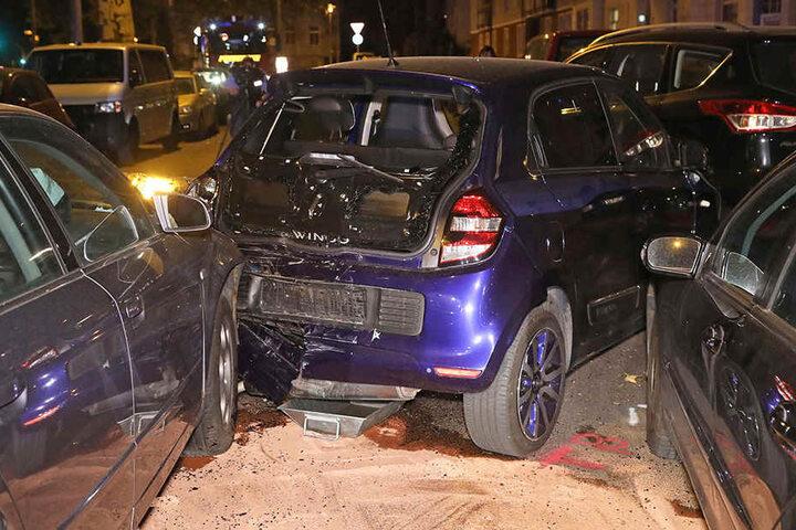 Alle drei Fahrzeuge wurden bei dem Unfall erheblich beschädigt.