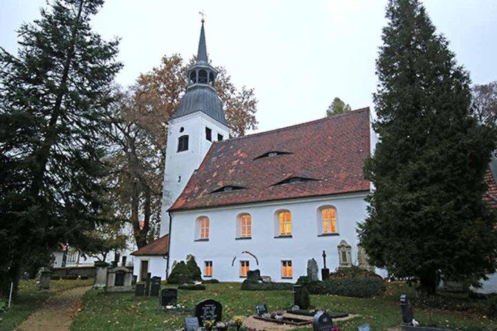 In der Kirche von Lorenzkirch hat eine Katze ihre Spuren hinterlassen.