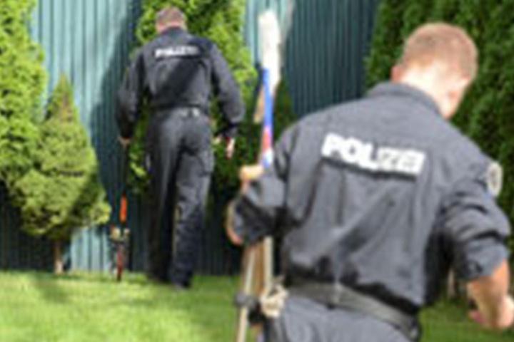 Im September suchten Polizisten auf einem ehemaligen Firmengelände an der Leipziger Apelstraße nach einer Leiche. Gefunden wurde nichts.