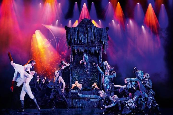 Die schaurig, schöne Geschichte mit knackigem Witz und Romantik in Kombination mit wilden, energischen Tanzeinlagen ist für jeden Musical-Fan etwas.